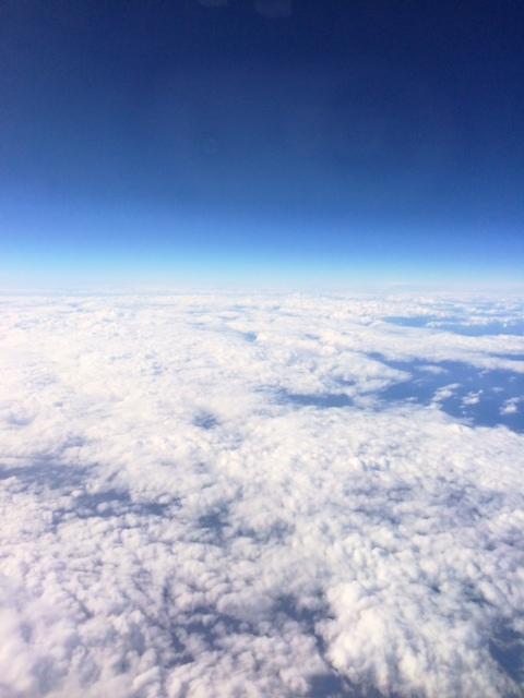 Azul en tonos El claro-oscuro del cielo y las nubes